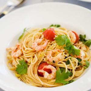pasta med räkor och tomat
